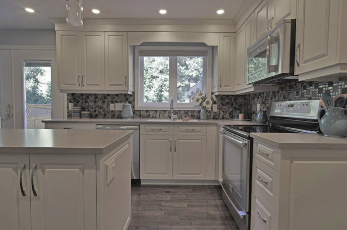 white vs off white kitchen cabinets blue kitchen walls with oak cabinets 829
